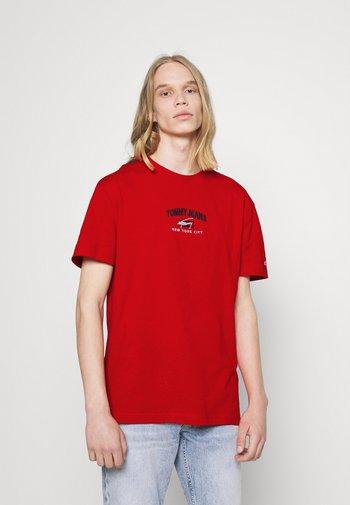 TIMELESS SCRIPT TEE UNISEX - T-shirt med print - red