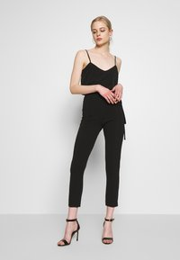 Missguided - TIE BELTED CIGARETTE TROUSERS - Pantaloni - black - 1