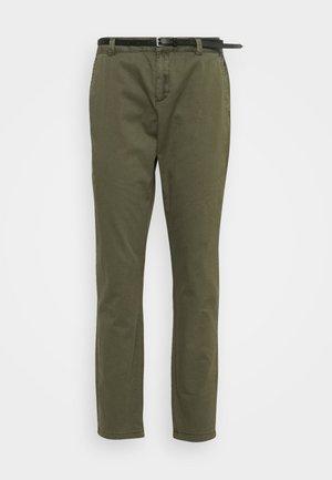 VMFLASH BELT COLOR PANT - Kalhoty - ivy green