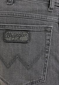 Wrangler - TEXAS STRETCH - Jeans straight leg - graze - 5