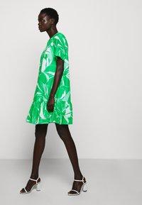 Milly - Vestito estivo - green/multi - 6