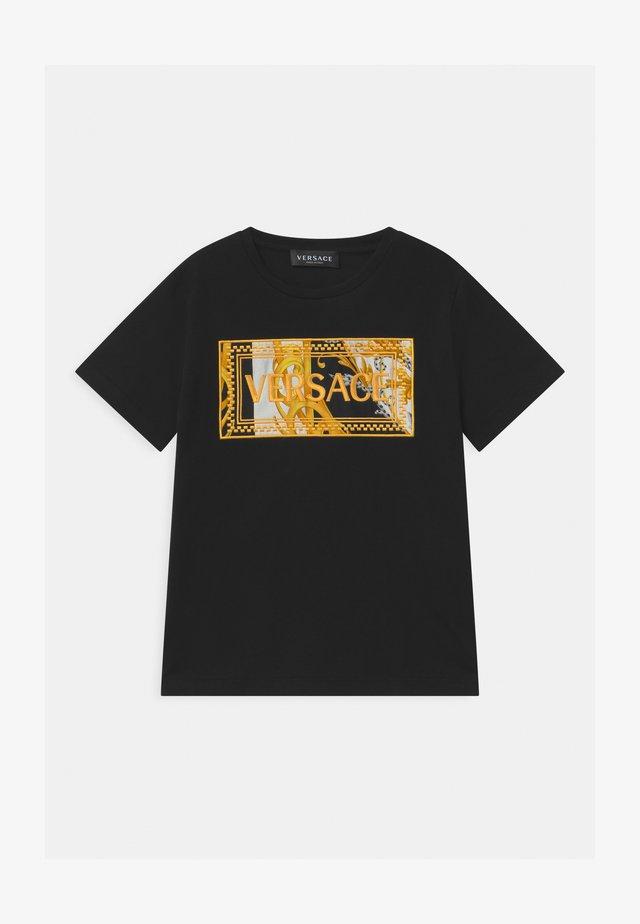 MAGLIETTA UNISEX - Print T-shirt - nero/oro