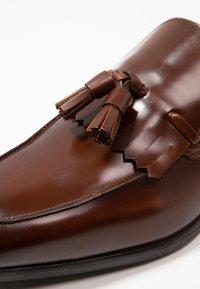 KIOMI - Smart slip-ons - cognac - 5