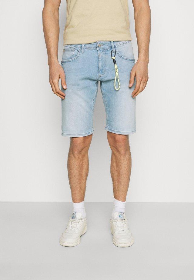 REGULAR FIT - Shorts di jeans - heavy bleached blue denim