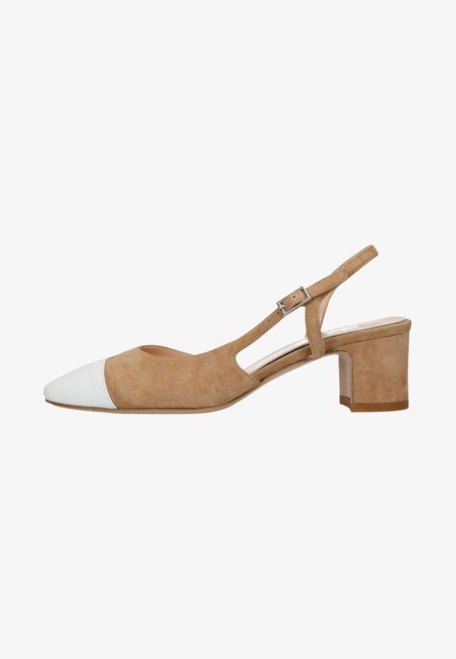 MIT OFFENER FERSE - Classic heels - white