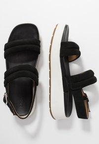 UGG - LYNNDEN - Platform sandals - black - 3