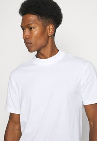 YOURTURN - UNISEX - Basic T-shirt - white - 3