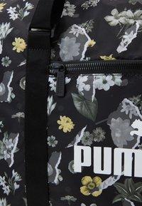 Puma - CORE SEASONAL DUFFLE BAG - Shopping bag - black - 3