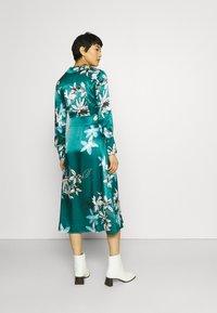 Marks & Spencer London - FLORAL WRAP DRESS - Korte jurk - green - 2