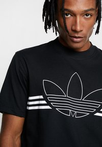 adidas Originals - OUTLIN TEE - Print T-shirt - black - 3