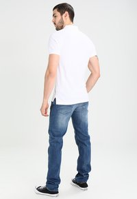 Tommy Jeans - ORIGINAL RYAN BEMB - Jeans Straight Leg - berry mid blue comfort