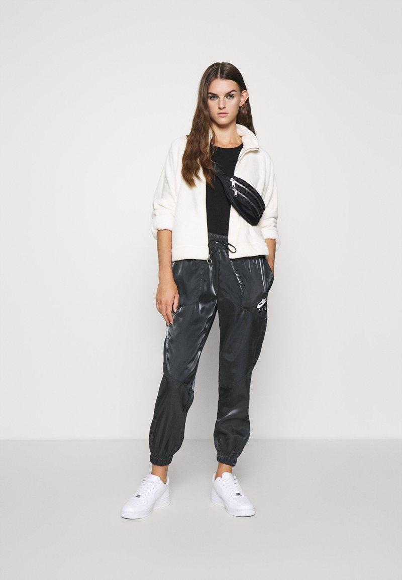 Spezzare solo fascio  Nike Sportswear Pantaloni sportivi - black/white/nero - Zalando.it