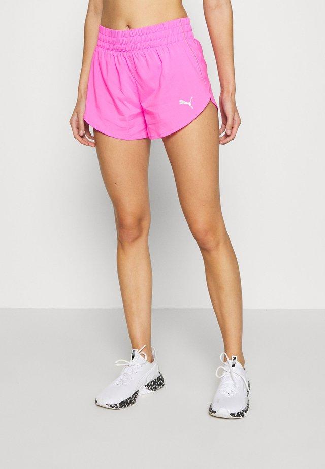IGNITE SHORT - Krótkie spodenki sportowe - luminous pink