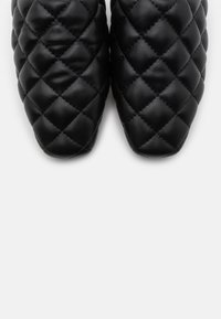 NA-KD - QUILTED LOAFERS - Slippers - black - 5
