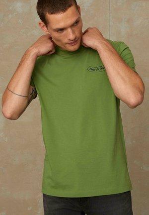 DARIUS - T-shirt basic - loden green japan laurel