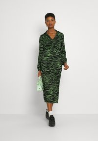 Vero Moda - VMMELLA COLLAR DRESS - Maxi dress - black - 1