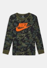 Nike Sportswear - CAMO UNISEX - Long sleeved top - medium olive - 0