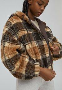 PULL&BEAR - Fleece jacket - dark brown - 3
