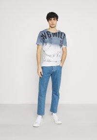 Key Largo - Print T-shirt - derby blue - 1