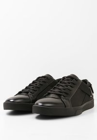 Calvin Klein - ITALO 2 - Baskets basses - black - 2