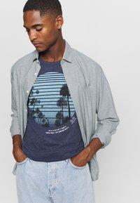 Q/S designed by - KURZARM - Print T-shirt - saphire blue - 3