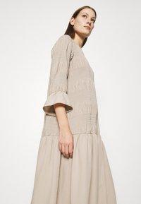 JUST FEMALE - ETIENNE DRESS - Day dress - cobblestone - 3
