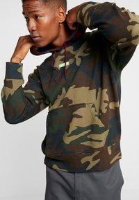 Levi's® Extra - RELAXED BABYTAB HOODIE - Hoodie - tartan/jasmine green - 5