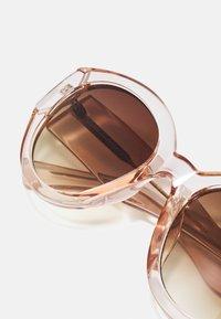 A.Kjærbede - BIG WINNIE - Sunglasses - champagne - 3