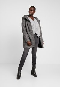 ONLY Carmakoma - CARSEDONA  - Short coat - dark grey melange - 1