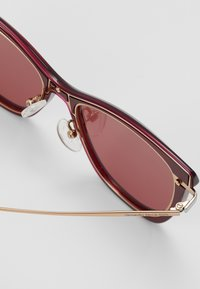 Alexander McQueen - SUNGLASS WOMAN - Sunglasses - burgundy/gold-coloured/red - 2