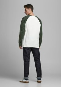 Jack & Jones PREMIUM - Long sleeved top - climbing ivy - 2