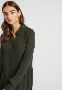Minimum - BINDIE DRESS - Shirt dress - racing green - 4