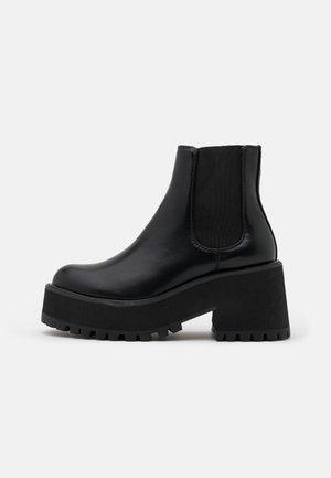 YUMY - Botines con plataforma - black