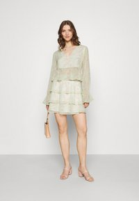 Gina Tricot - EXCLUSIVE ARCHER - Blouse - green ditsy - 1