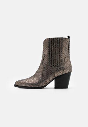 Cowboy/biker ankle boot - iron