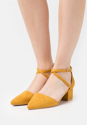 WIDE FIT AVIA - Classic heels - yellow