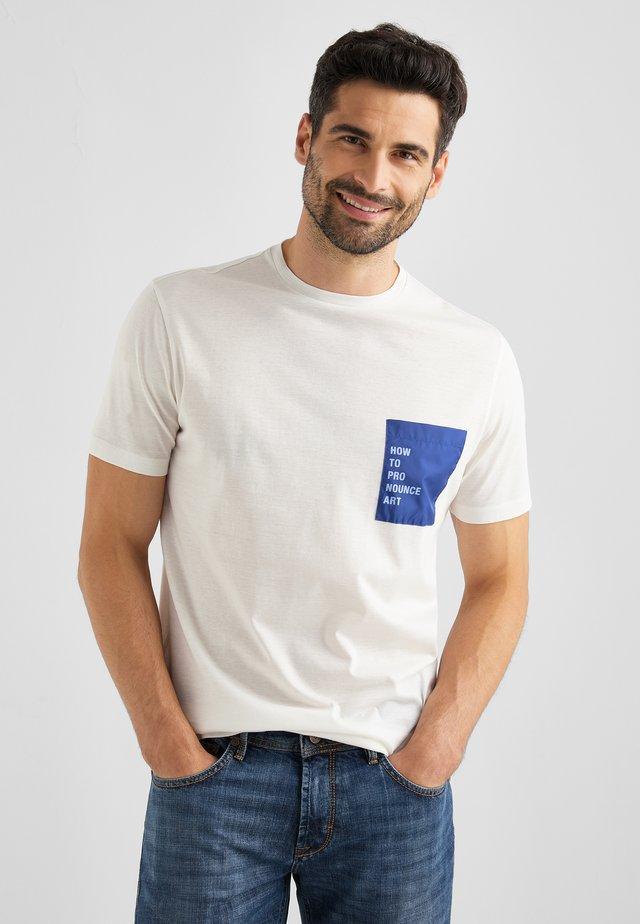 TORIANO - T-shirt print - ecru weiss
