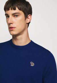 PS Paul Smith - MENS CREW NECK ZEBRA - Jumper - dark blue - 3