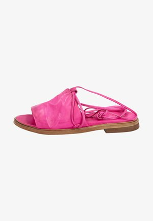 Sandals - chic