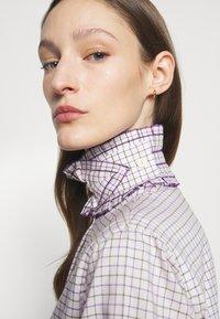 Victoria Beckham - RUFFLE  - Button-down blouse - ecru/purple - 7