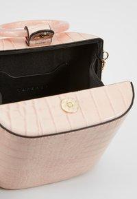 Topshop - GAZE GRAB - Håndtasker - pink - 4