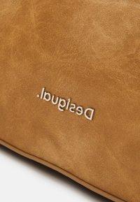 Desigual - BOLS LYRICS HOLLYWOOD SET - Handbag - camel - 5