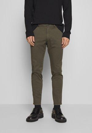 MAD - Chino kalhoty - oliv