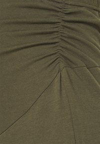 Anna Field MAMA - Tracksuit bottoms - olive - 2