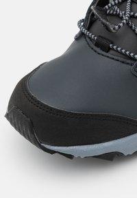 New Balance - KH800BKY UNISEX - Hiking shoes - black/grey - 5