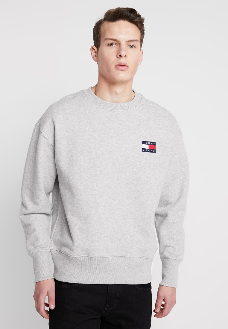 Tommy Jeans - BADGE CREW UNISEX - Bluza - grey