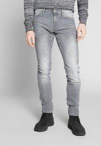 QS by s.Oliver - Jeans Slim Fit - denim grey - 0
