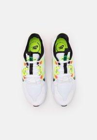 Nike Sportswear - AIR MAX INFINITY 2 AMD - Zapatillas - white/black/bright crimson/volt - 3