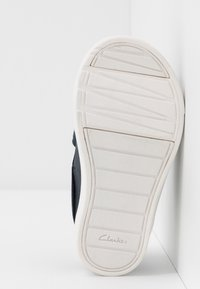 Clarks - CITY OASISLO - Trainers - navy - 5