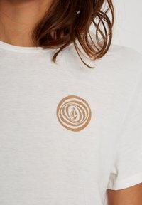 Volcom - 30 YEAR TEE - Print T-shirt - star_white - 3